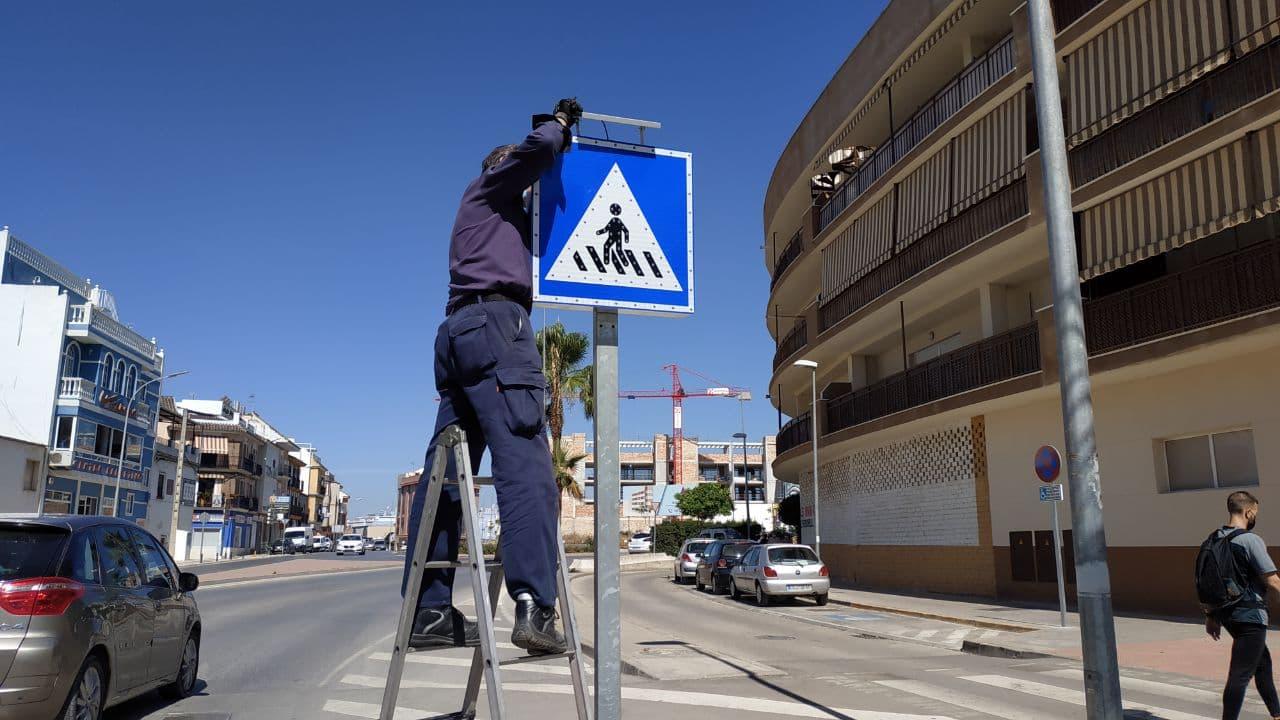 Instalación de señales luminosas de paso de peatones