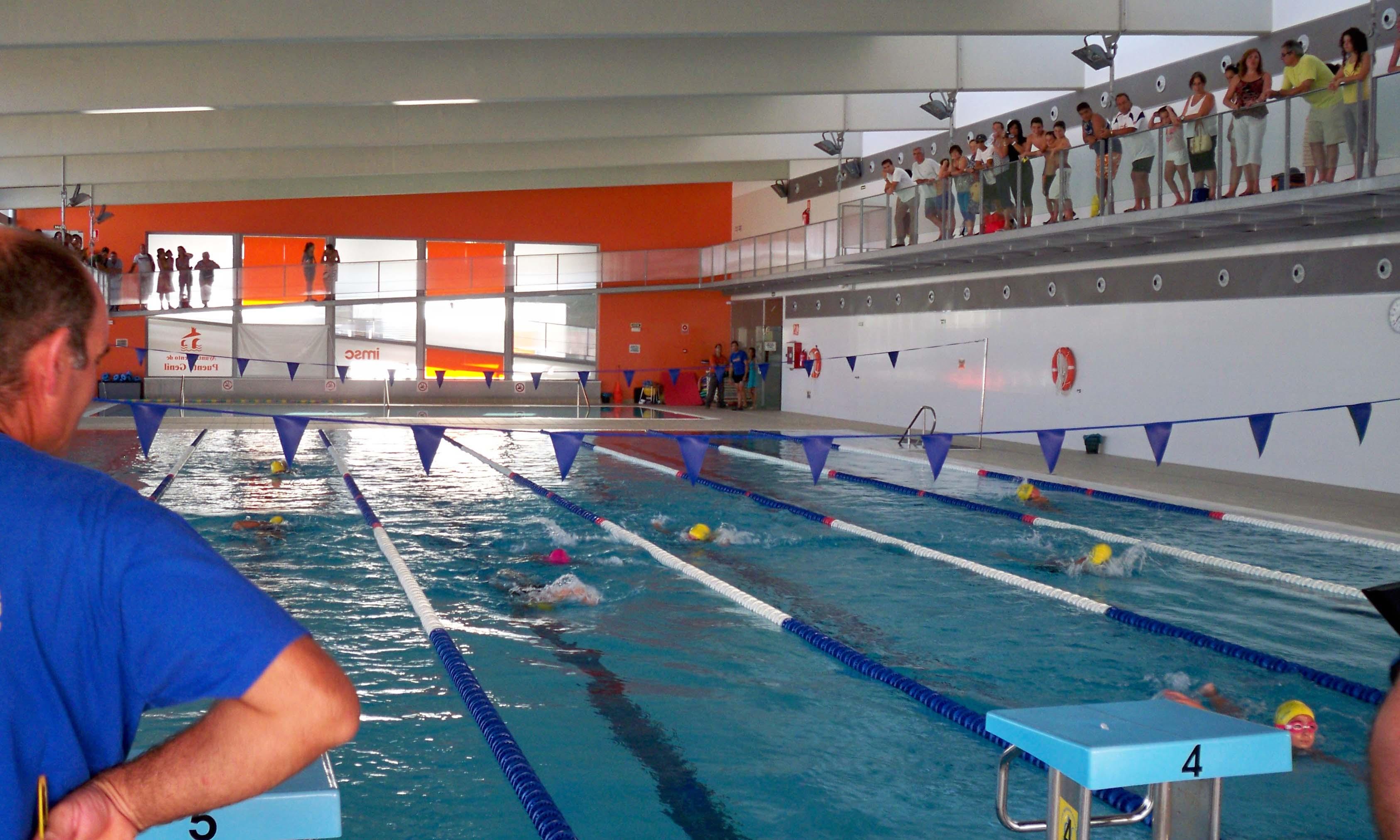 Competición en la piscina cubierta