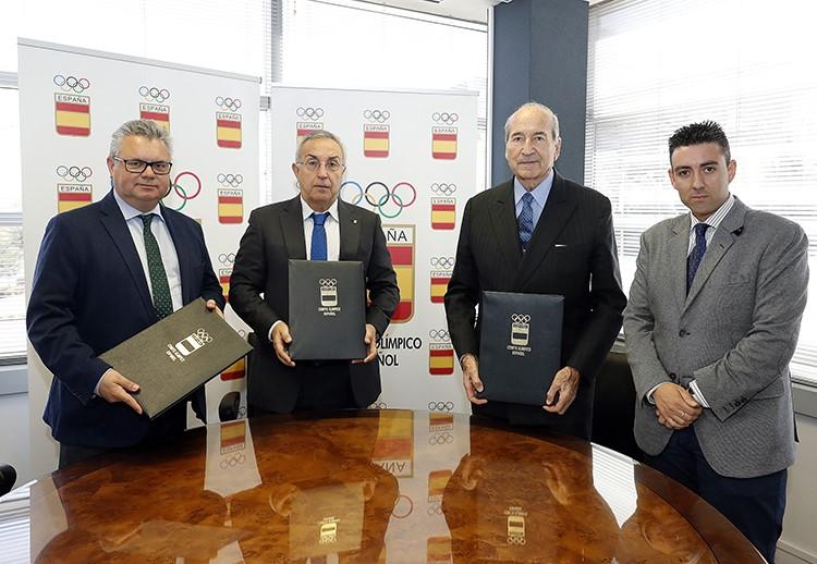Firma del convenio del Centro de Estudios Olímpicos en Puente Genil