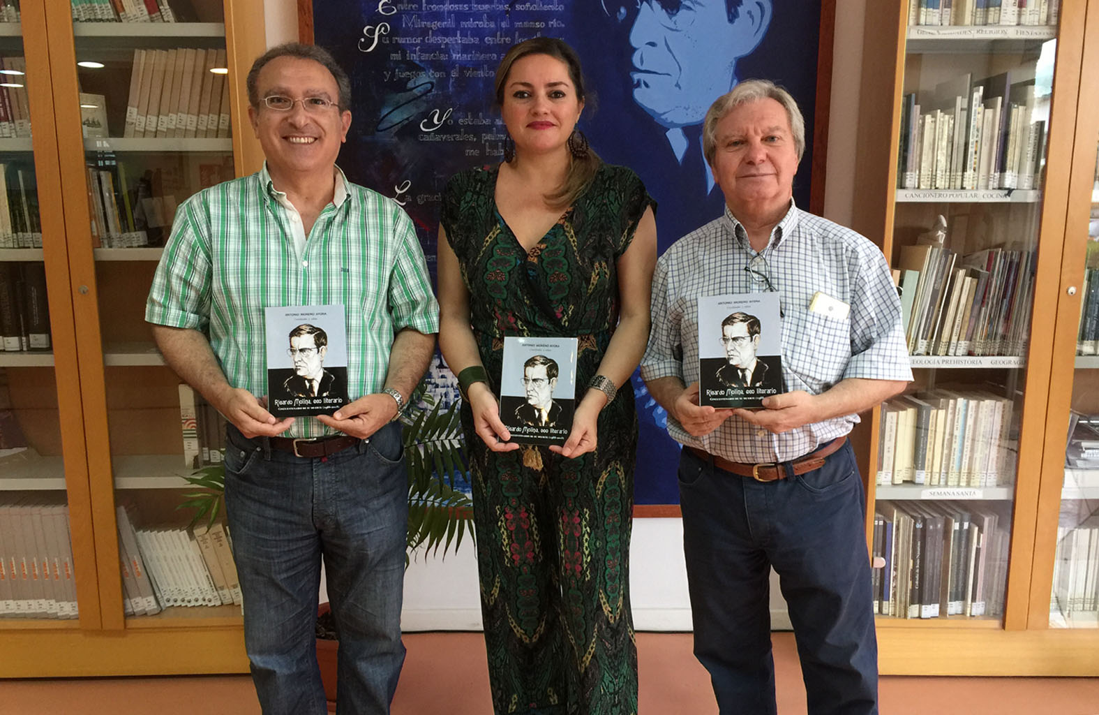 Entrega de los libros de Ricardo Molina