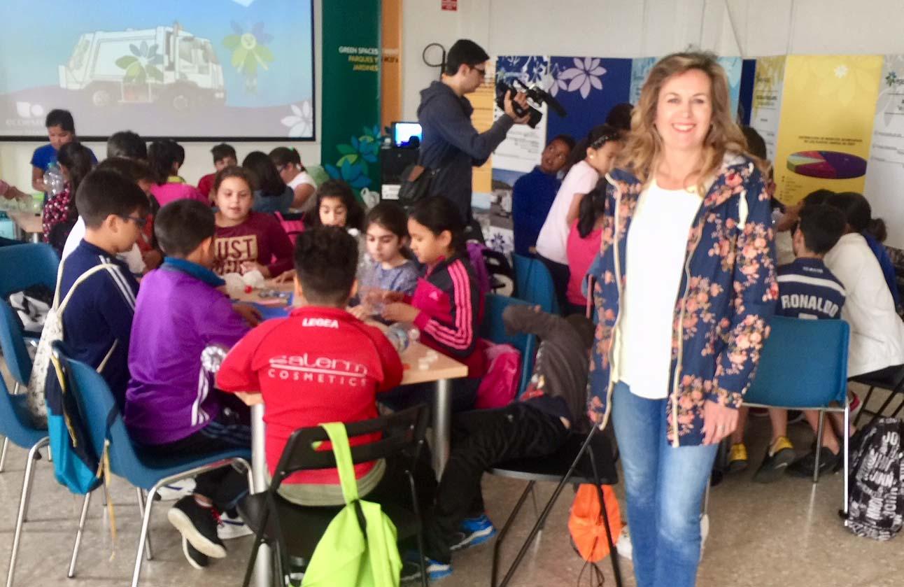 Medio millar de escolares participan en una nueva campa a for Carteleras escolares de reciclaje