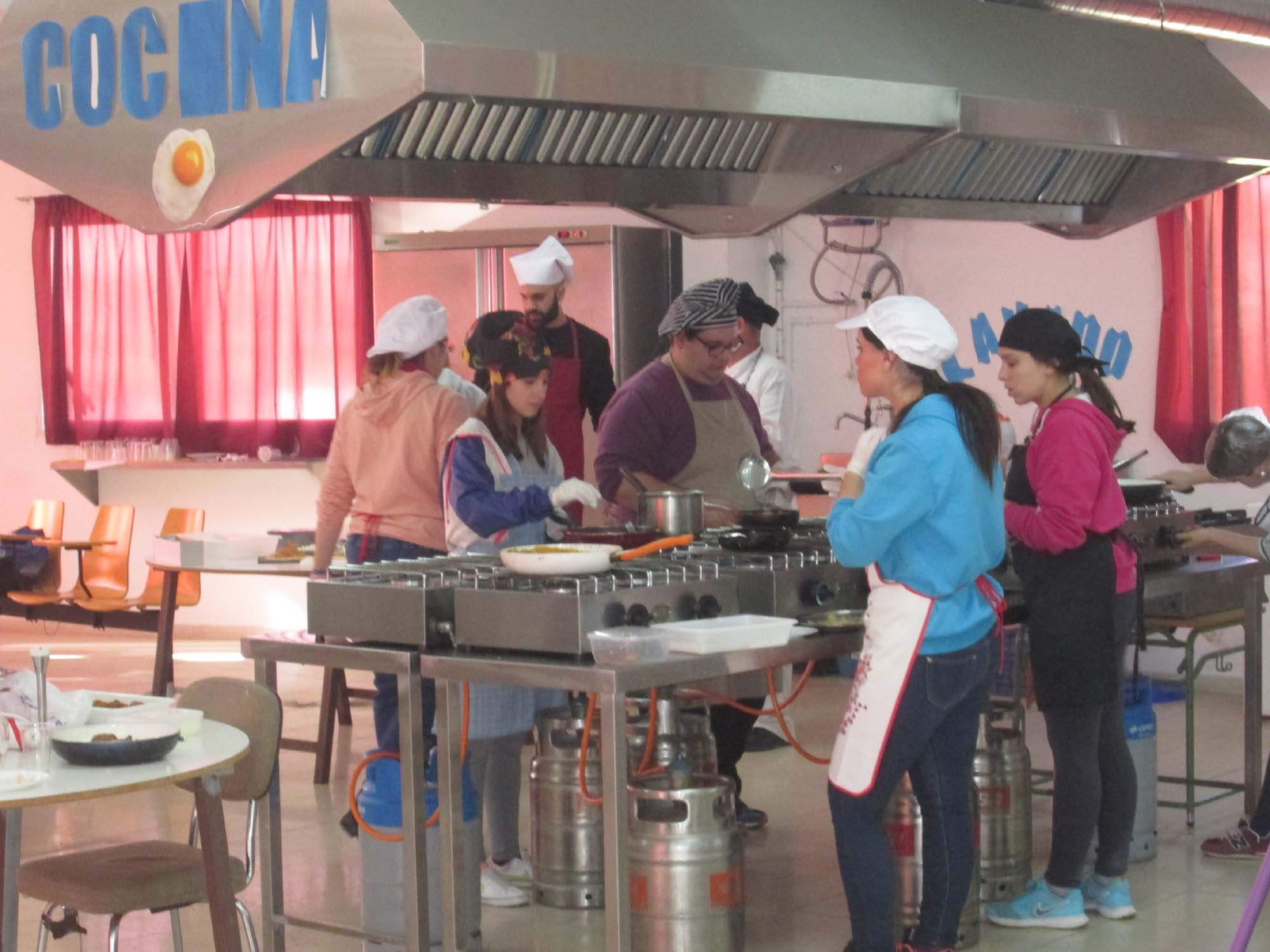 Los jóvenes en el taller de cocina