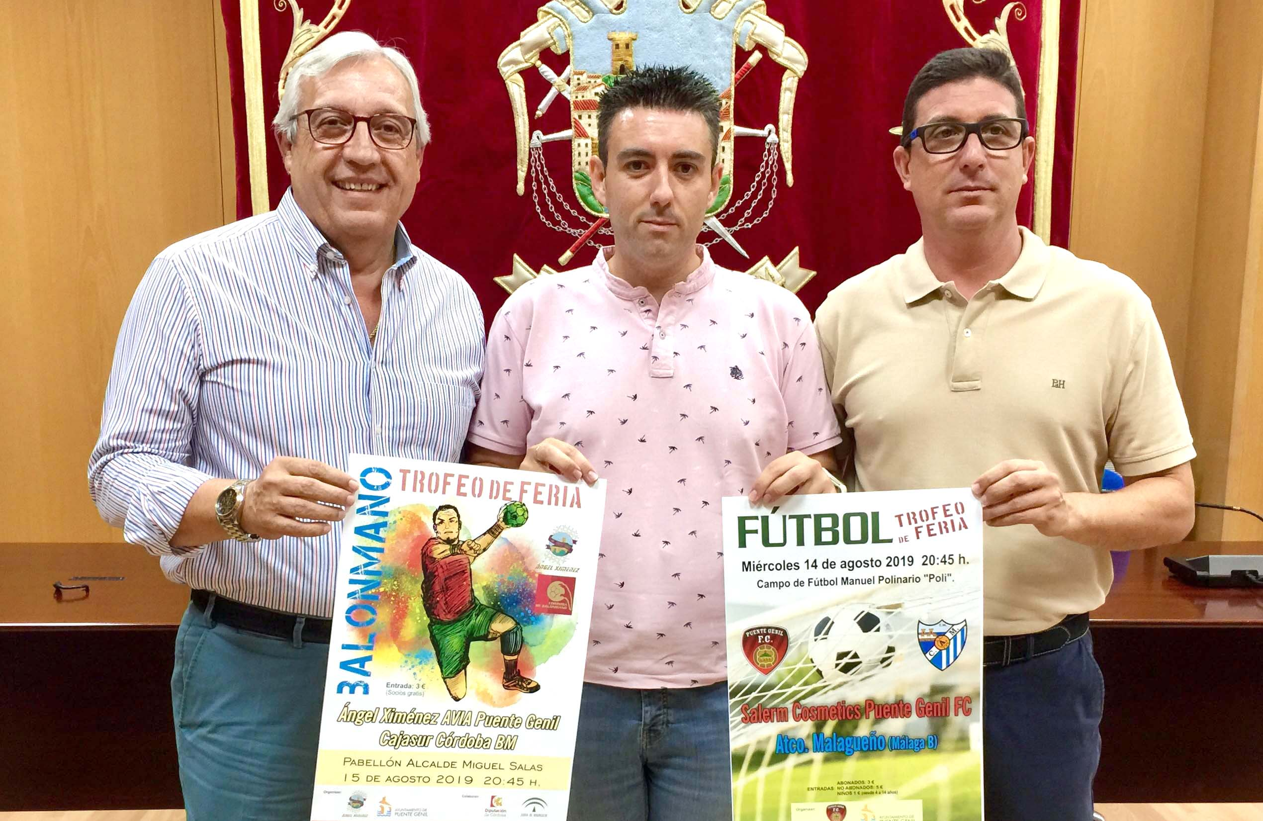 Trofeos de balonmano y fútbol en la Feria Real