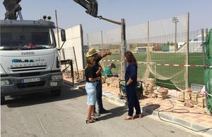 Verónica Morillo visita las obras en el campo de fútbol