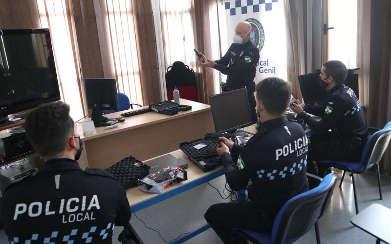 Clase teórica de los policías en prácticas