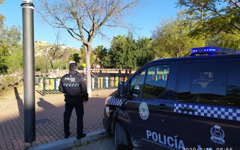 La Policía Local en el parque de La Galana