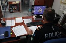 Agente en la Jefatura de Policía