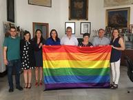 Colocación de bandera arco iris