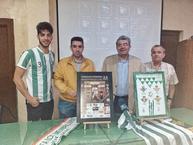 """La Peña Bética """"Los Membrilleros"""" anuncia dos trofeos por su XXV aniversario"""