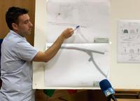 Gómez explica el contenido de los planos