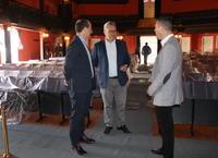 Alcalde junto a responsables de la empresa Murprotec